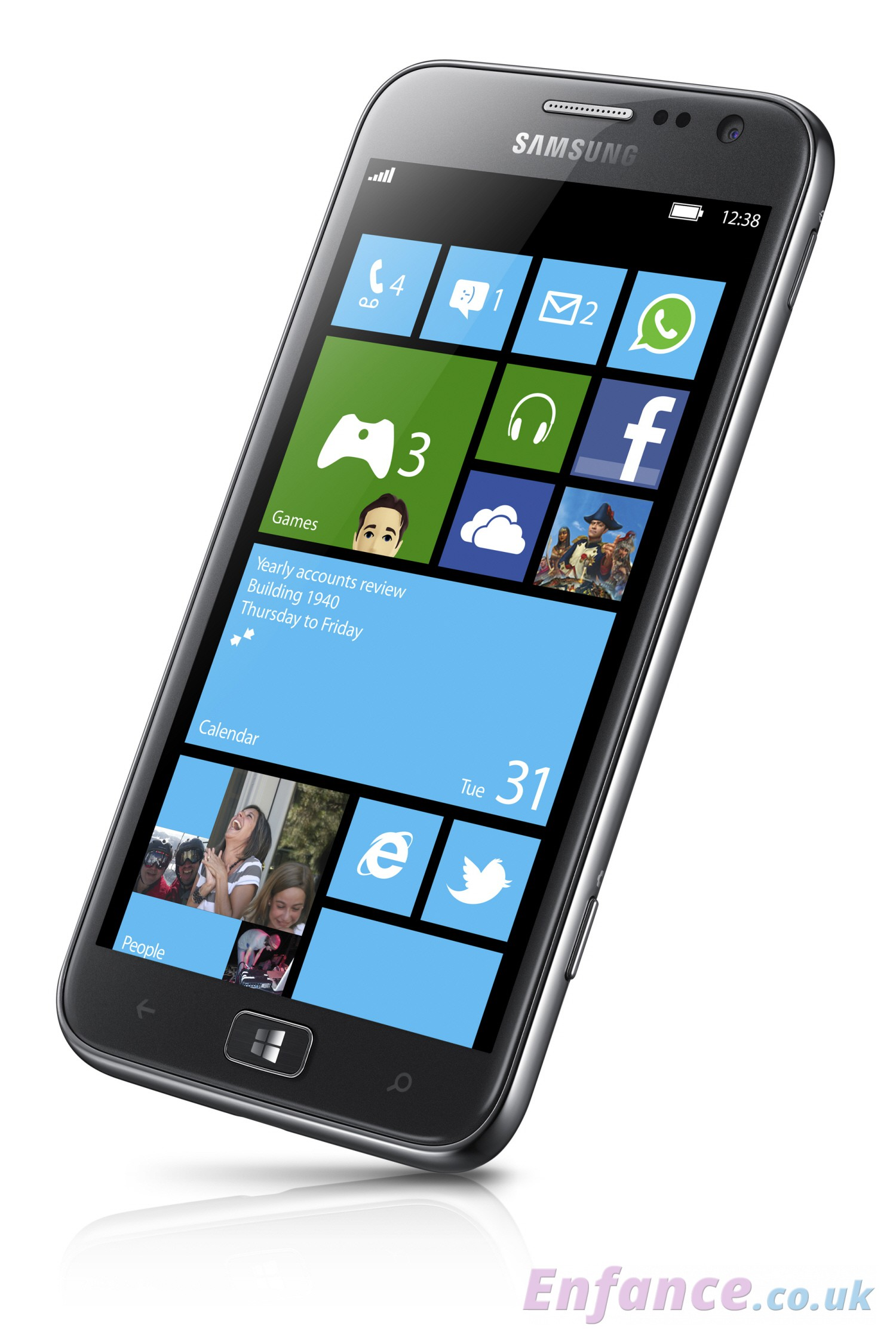 samsung-windows-phone-8-ativ-smartphone-slanted-angle